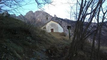 La chiesetta di San Mauro, una sera di dicembre