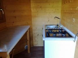 Cucinino semplice e funzionale ad uso degli ospiti